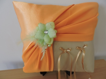 coussin porte alliances fait main en satin caramel et orange